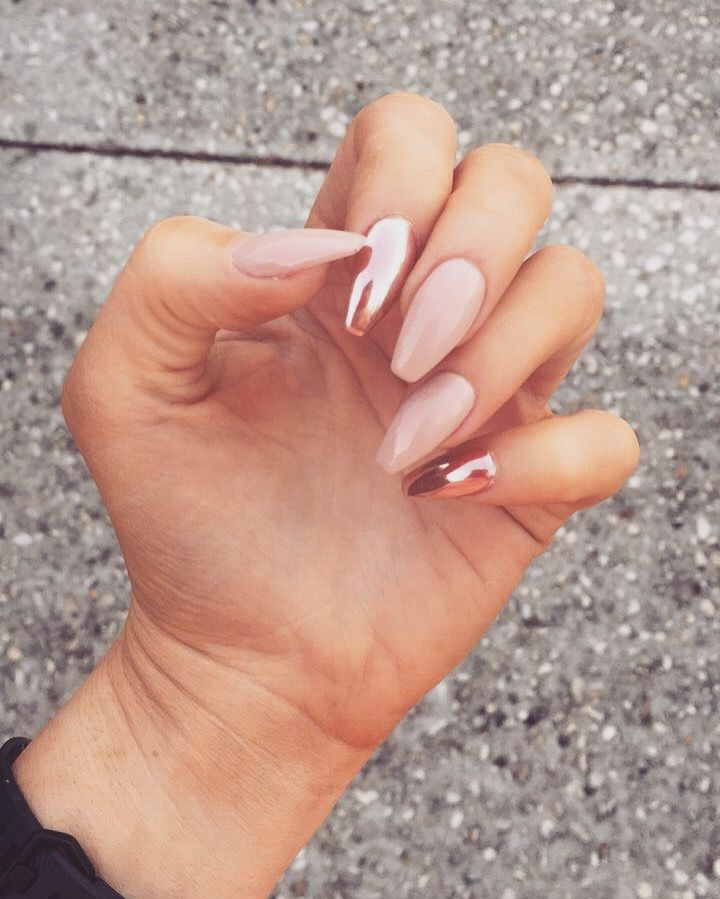 Pin by Destiny🌻💛 on nails*+_^ | Rose gold nails, Chrome