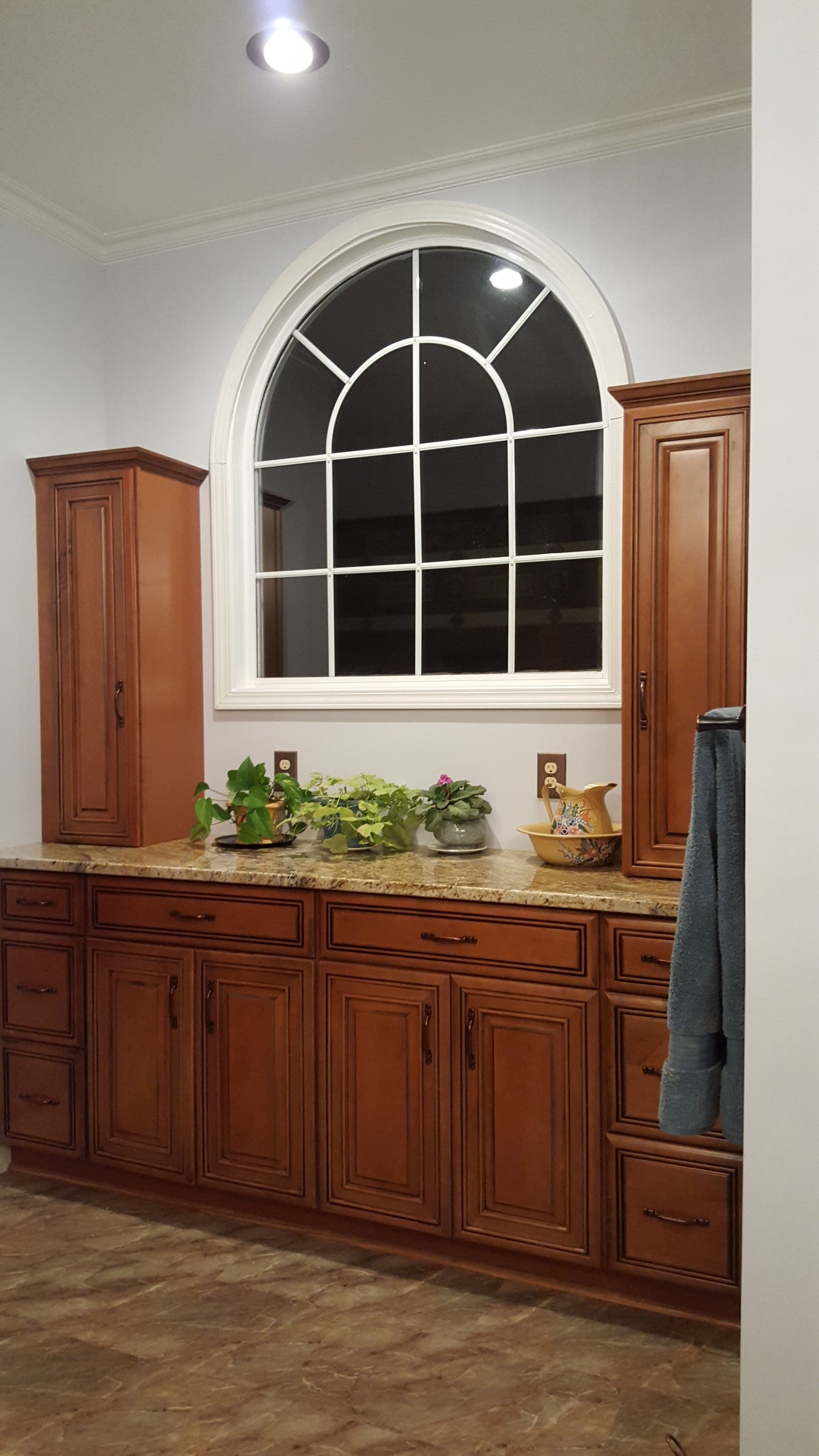 Diamond Whiskey Black Maple cabinets (Lowe's)...Yellow ... on Black Granite Countertops With Maple Cabinets  id=67724