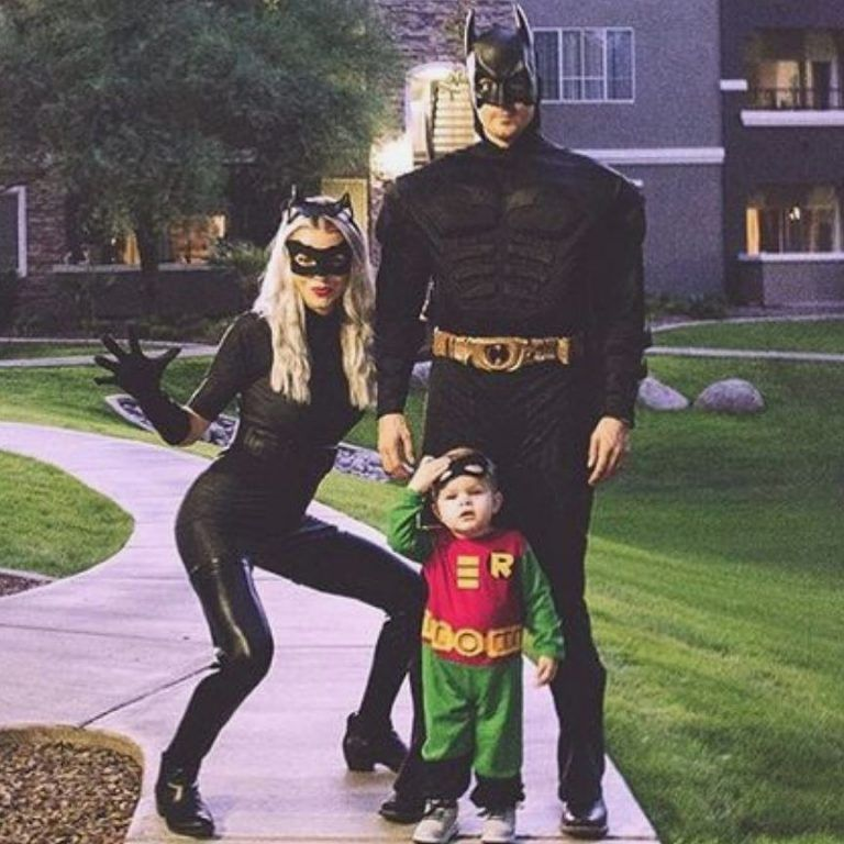 50+ Amazing Couple Halloween Costumes That Make You Two Look Perfectly Co-Ordinated #halloweencostumes