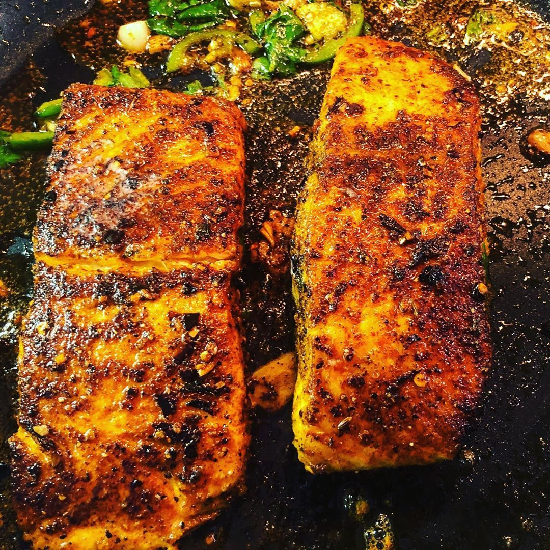 Last night's dinner was tandoori spiced butter salmon with roasted cauliflowers on the side. Super quick and easy to prepare and so delicious! 👩🏽🍳👩🏽🍳👩🏽🍳👩🏽🍳