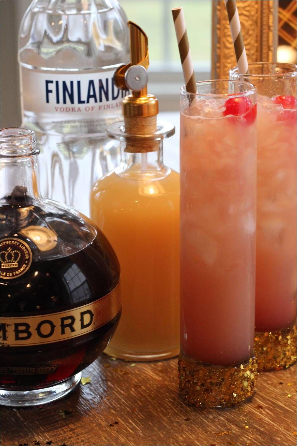 All That Glitters ~ 1oz Finlandia Vodka ~ .75oz #Chambord liqueur ~ 1oz White Grapefruit juice #Cocktail #NewYears @ChambordUS
