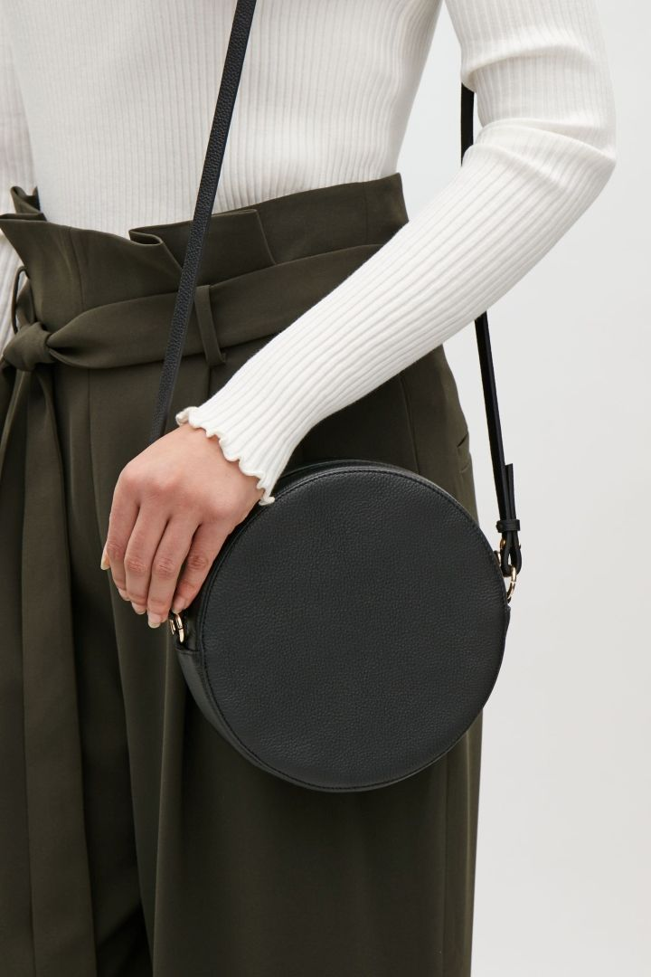 cf6dcb800f COS | Circular leather bag | C O S Wishlist in 2019 | Minimalist bag ...