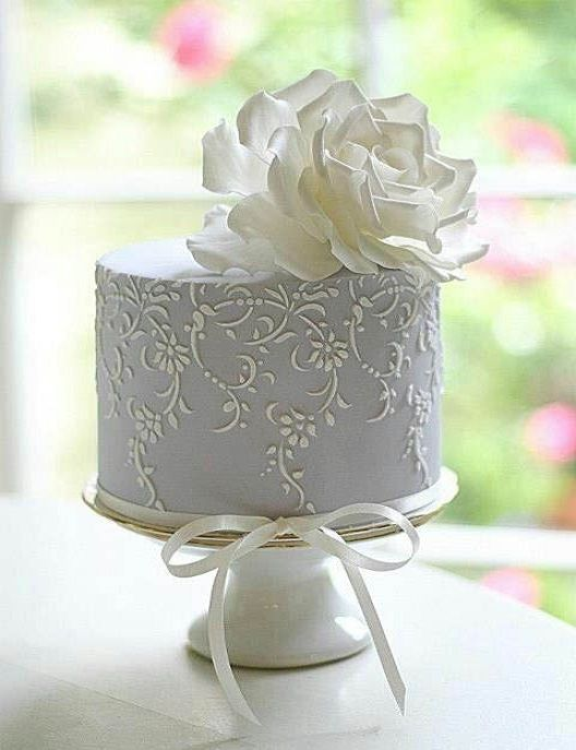 Wedding Cake White And Blue Rose Stenciled By Leslea Matsis Cakes There Are So Many Wonderful Ways To Make A