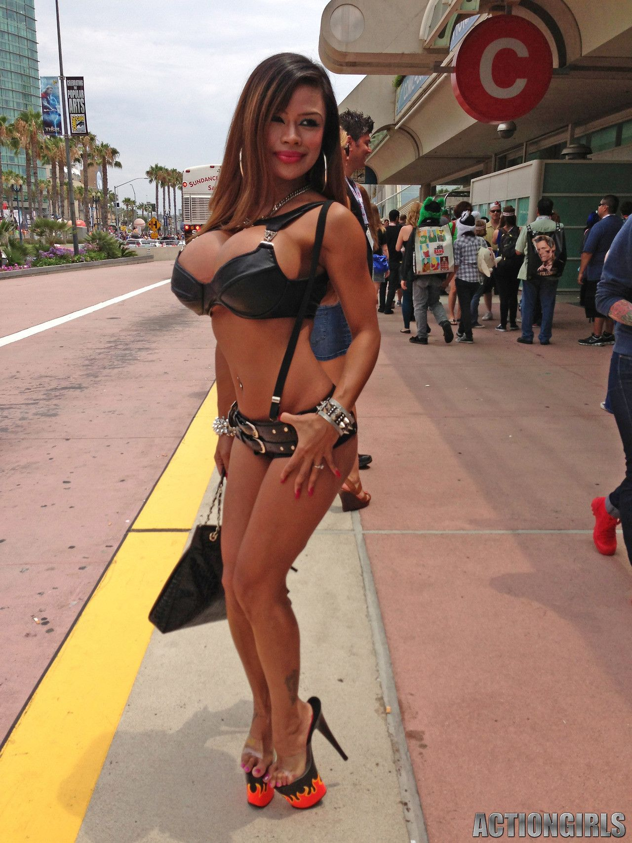 Bimbo at comicon great fetish stuff pinterest boobs for Tumblr tit tattoo