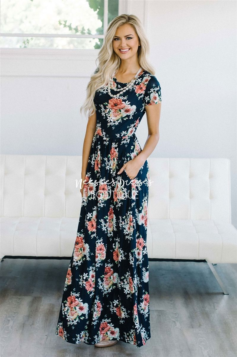 This beautiful maxi dress is so flattering so comfortable beautiful