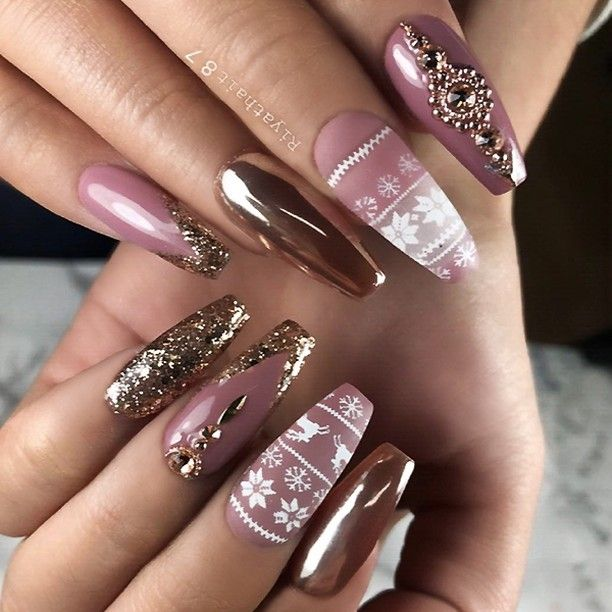 """2,359 Likes, 10 Comments - TheGlitterNail 🎀 Get inspired! (@theglitternail) on Instagram: """"✨ REPOST - - • - - Festive Mauve and Gold Holiday Nails ⭐✨ - - • - - 📷 Picture and Nail Design by…"""""""
