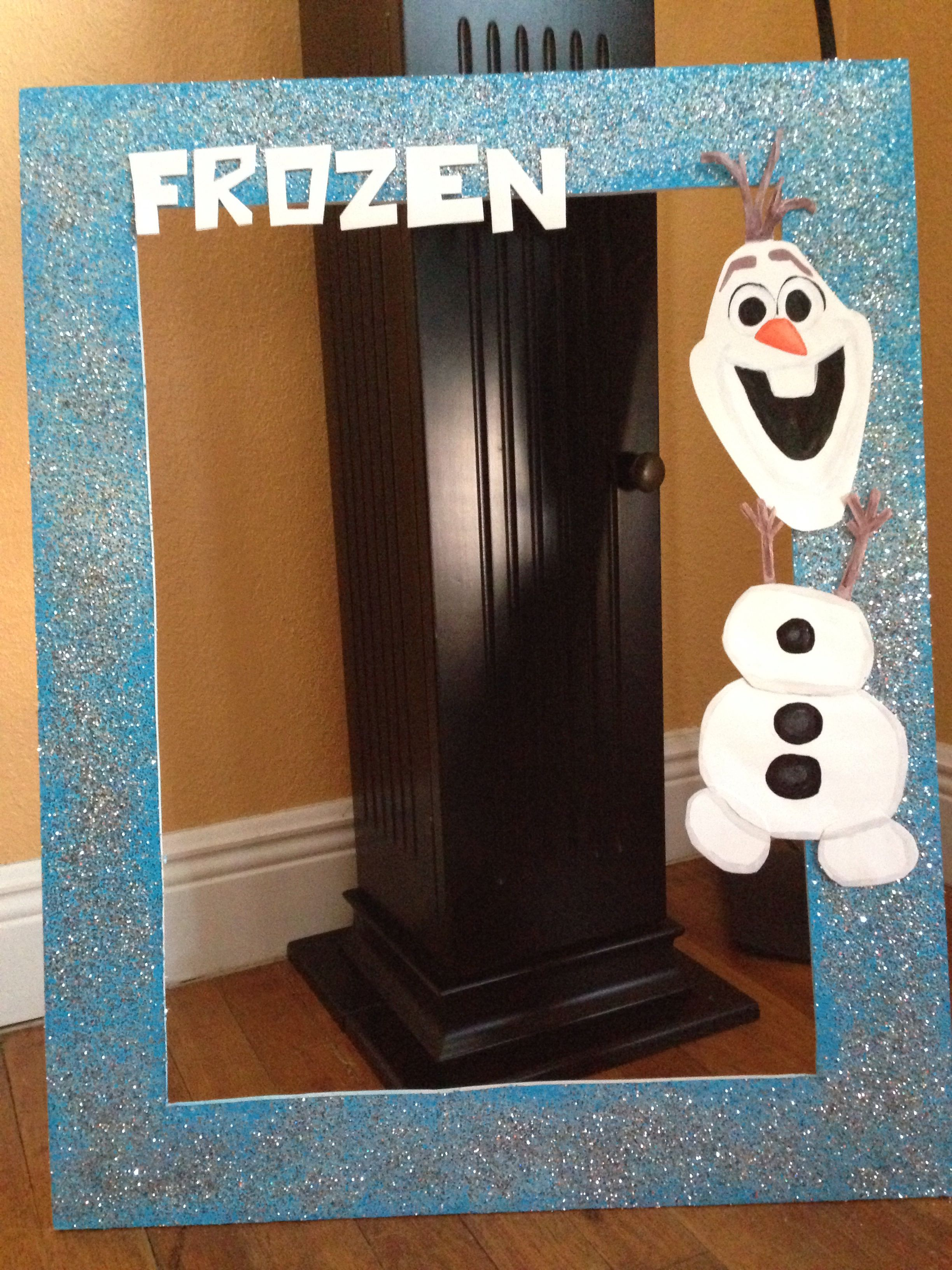 Idea for a Frozen Birthday Party photo booth prop