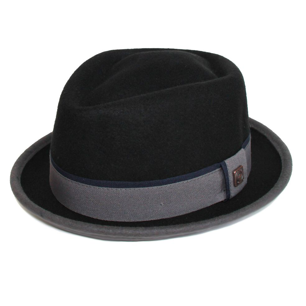 100% Wool with Satin lining and Dasmarca gold tip print has made Edward hat more fashionable to wear on winters. Buy this hat online from Dasmarca.