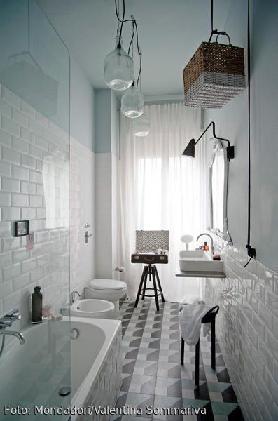 Kreativ gestyltes Badezimmer mit Pendelleuchten aus Glas Ceramic - bodenfliesen für badezimmer