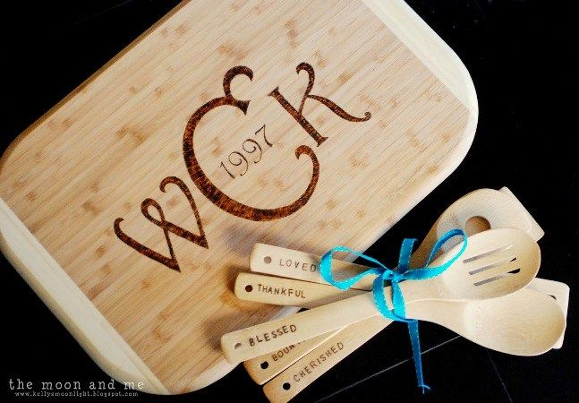 33 thoughtful diy mothers day gifts personalized cutting board 33 thoughtful diy mothers day gifts thrillbites solutioingenieria Image collections