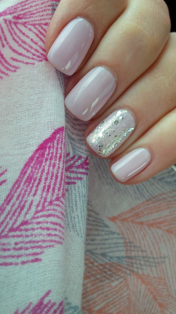Semi-permanent nail polish with Jean Marin Nails Very light pink + sequins