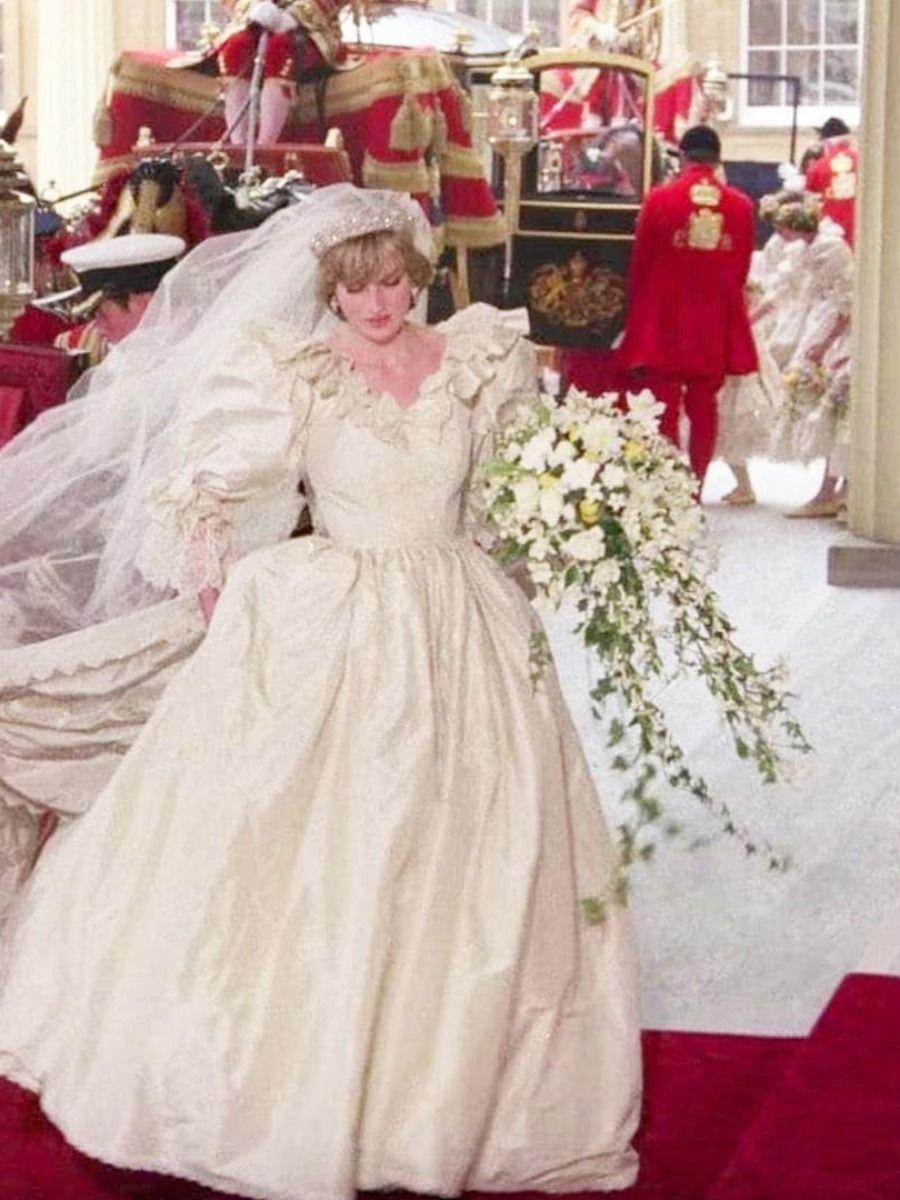 Princess Diana S Bridal Gown Designer Will Debut A New Line Princess Diana Wedding Princess Diana Wedding Dress Diana Wedding Dress