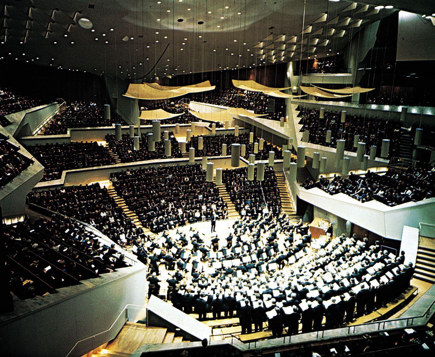 Scharoun berlin philharmonich entertainment berliner for Interior architecture berlin