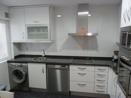 forodecoracionfacilisimo cocina-blanca-mesa-negra