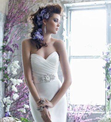 Semirecogido con cascada floral. #noviasciudadreal #novias #ciudadreal #novias2015