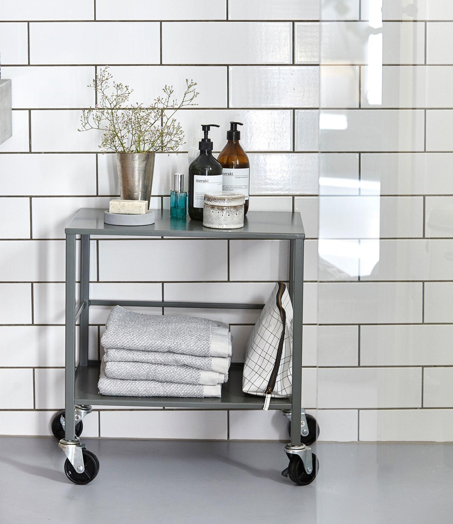 trolley #badkamer #meubel #bijzettafel #drankenwagen #handdoeken ...