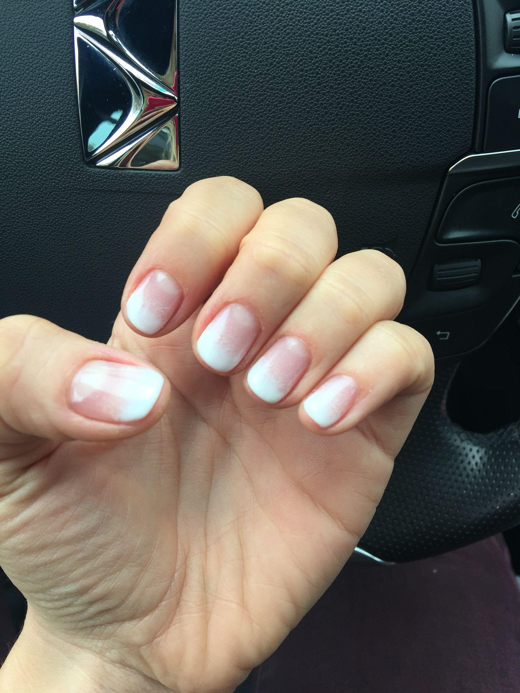 Dregrade de uñas... Simplemente me encanta #degrade #essie #uñas en ...