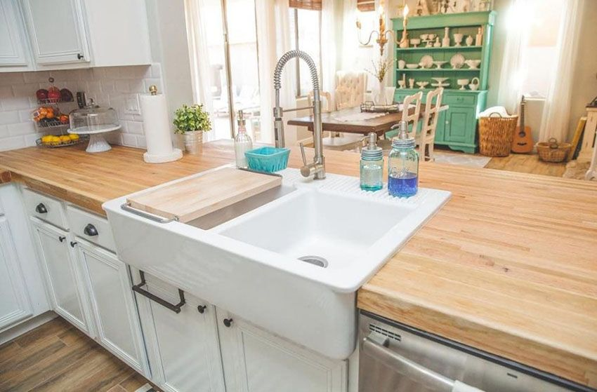 26 Small Kitchens With White Cabinets Small Country Kitchens