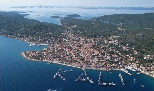 Dalmatia: Zadar - island Ugljan: fishing boats   Croatian