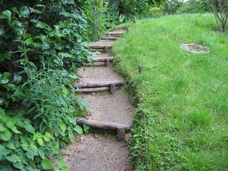 Taludes desniveles y escaleras en el jard n getimg jpg for Escalera de bloque de jardin