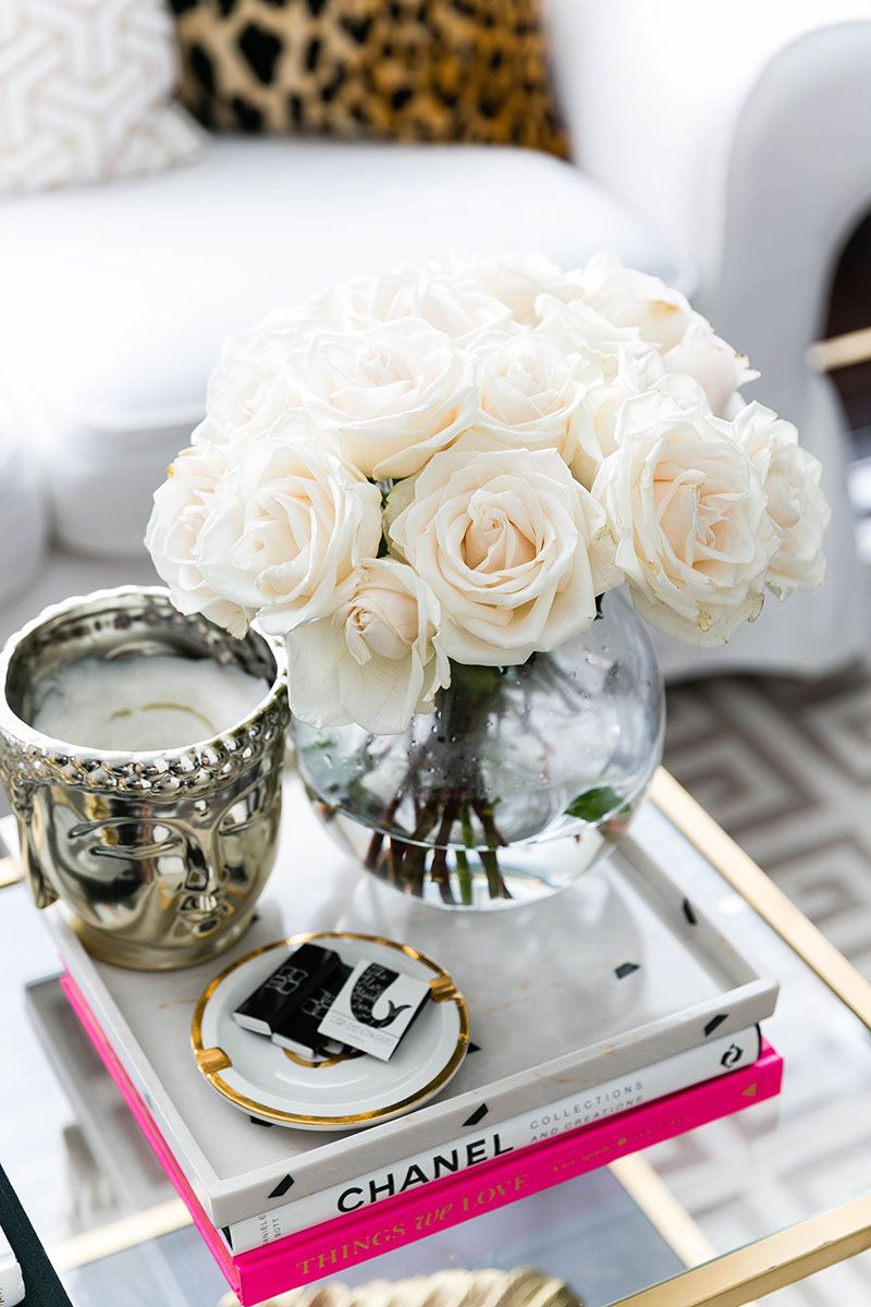 White Details With Images Decorating Coffee Tables Coffee Table Styling Table Style