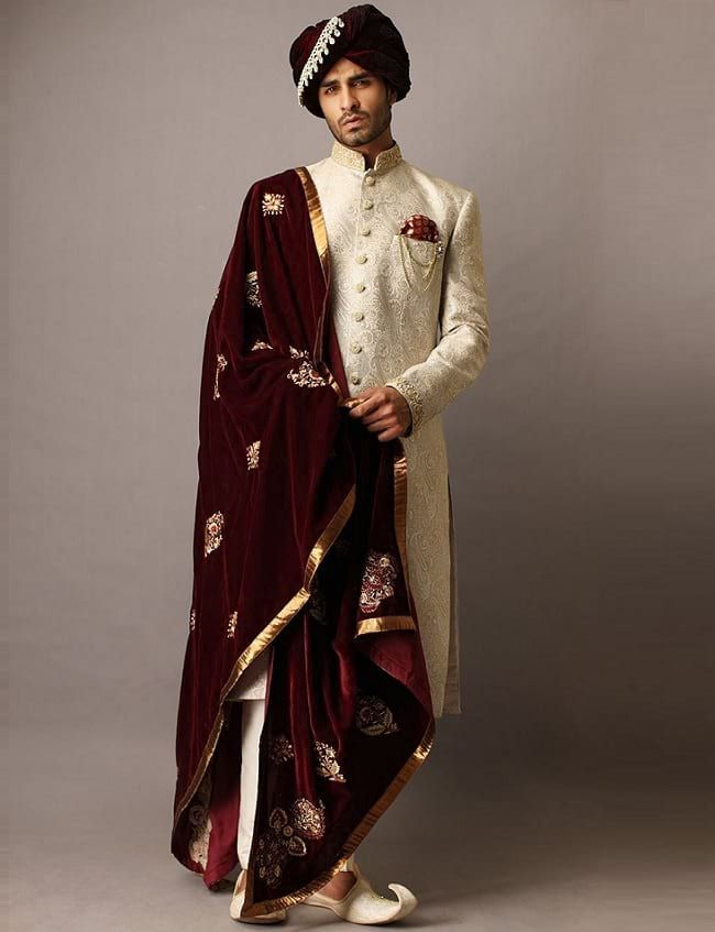 93a985491f 31 Best Pakistani Groom Sherwani Designs for Wedding | Reception ...