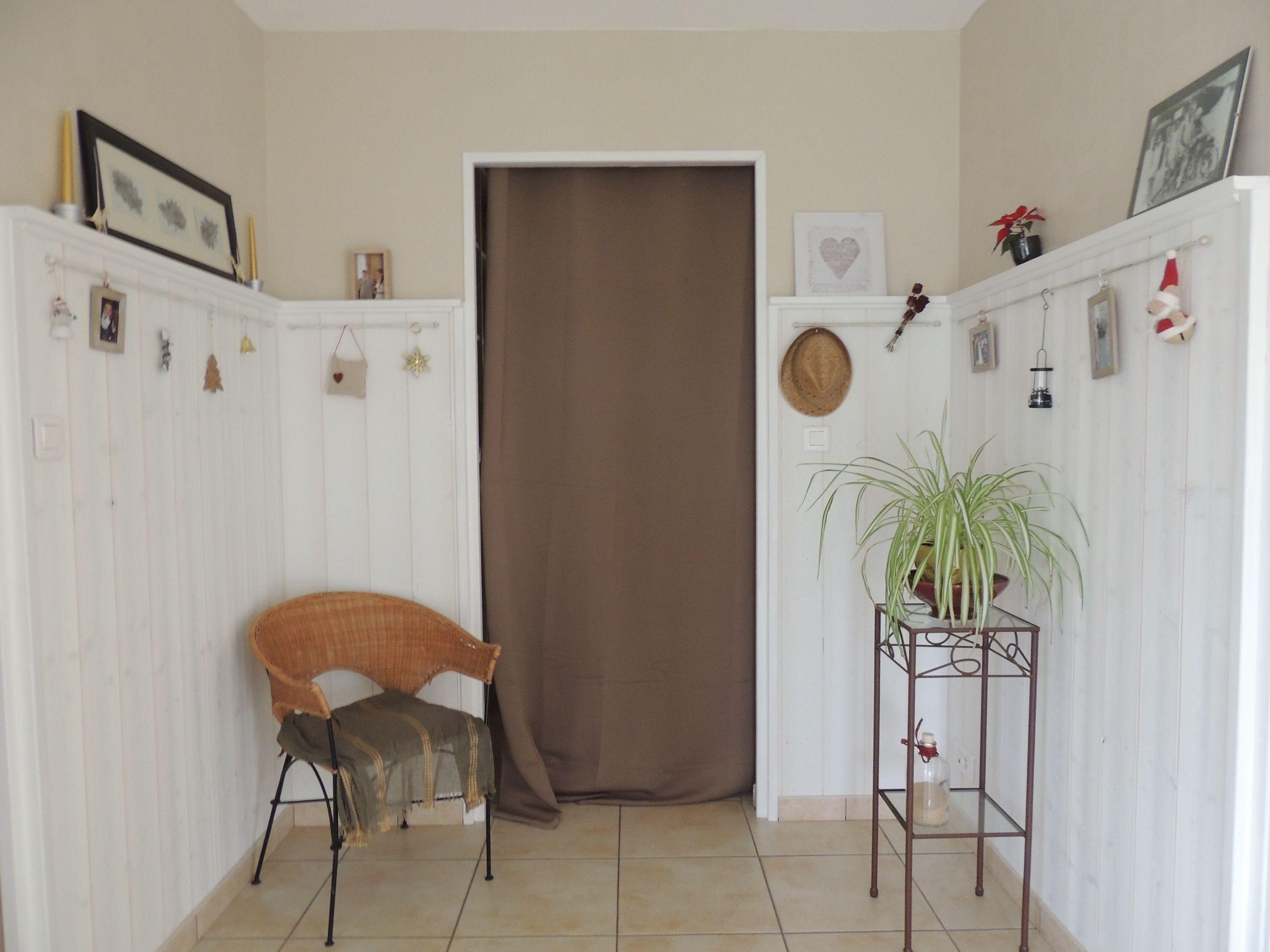 Hall d 39 entr e en lambris blanc d coration maison - Halle d entree ...