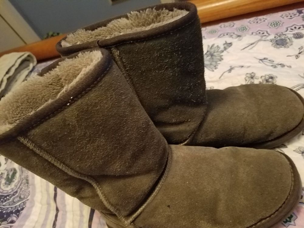 8c91231d8d9 UGG Australia Classic Short Boots Gray Suede Womens SIZE 6 #5825 ...
