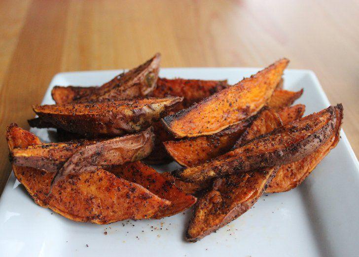 10 Gemüsesorten mit vielen Ballaststoffen um euch länger satt zu machen Süßkartoffeln 1 mittelgroße Süßkartoffel: 3,7 Gramm Ballaststoffe