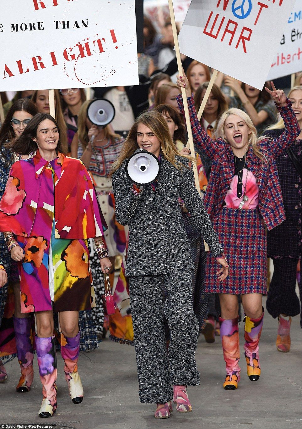 Pin On It S A Riot At Chanel Pfw Ss15