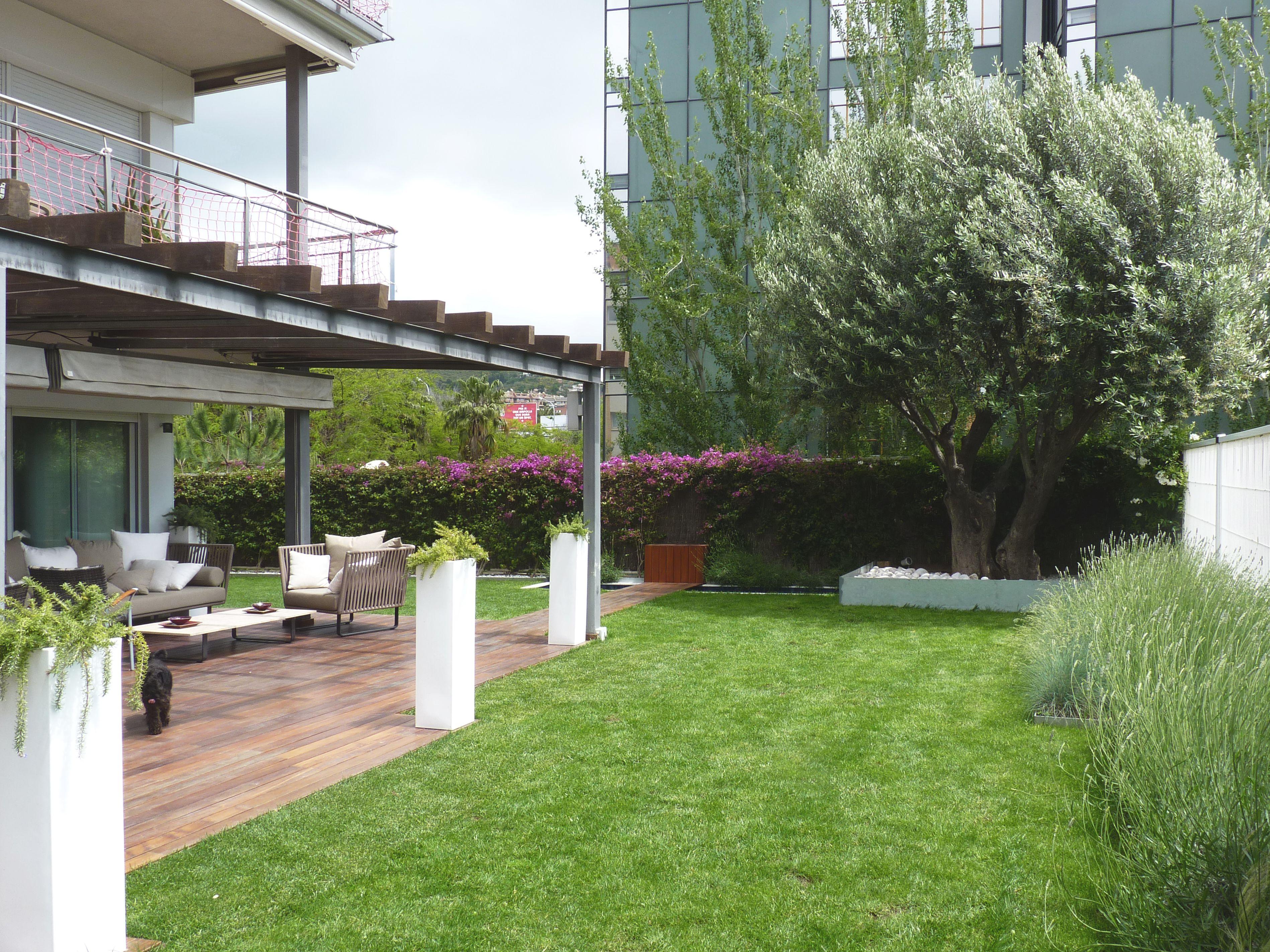 Exterior jardin porche contemporaneo paisajismo via for Decoracion exterior jardin contemporaneo