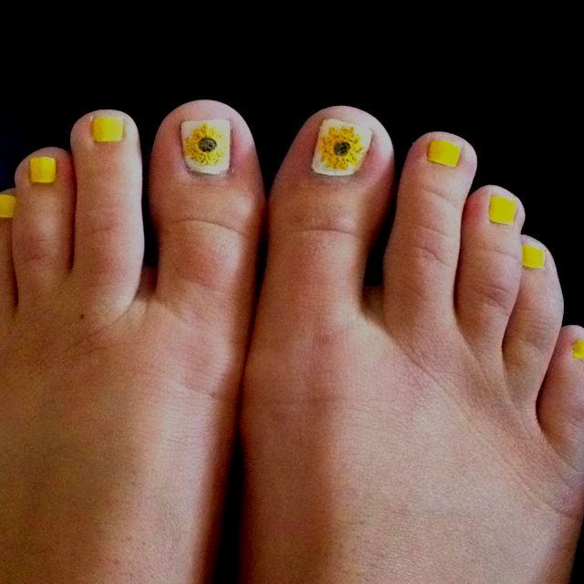 sunflower toe nails