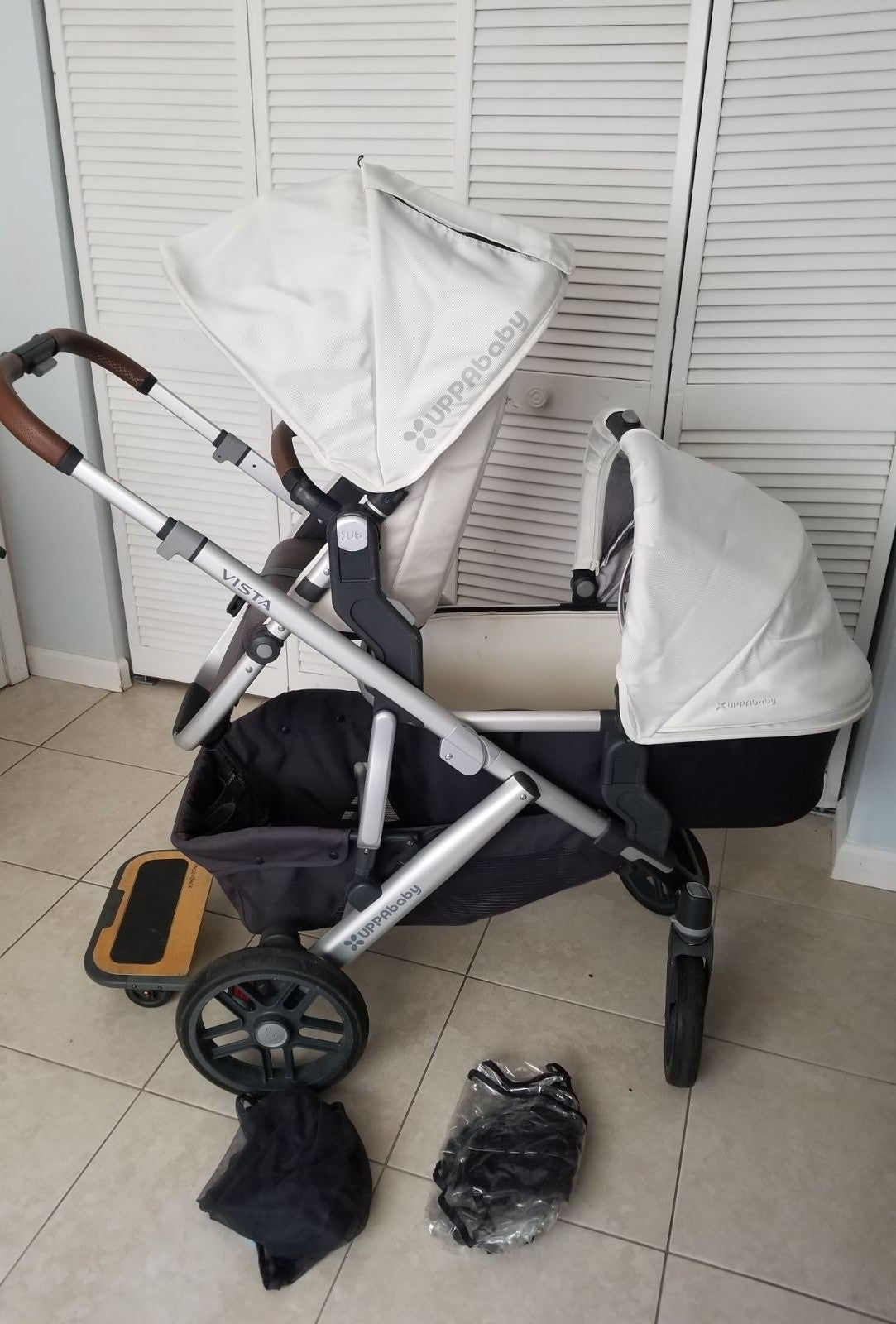Good condition Uppababy Vista Loic white 2018 model Please