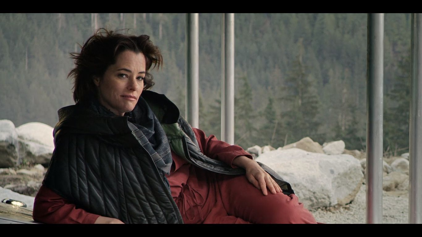 Parker Posey In Lost In Space 2018 Lost In Space Taylor