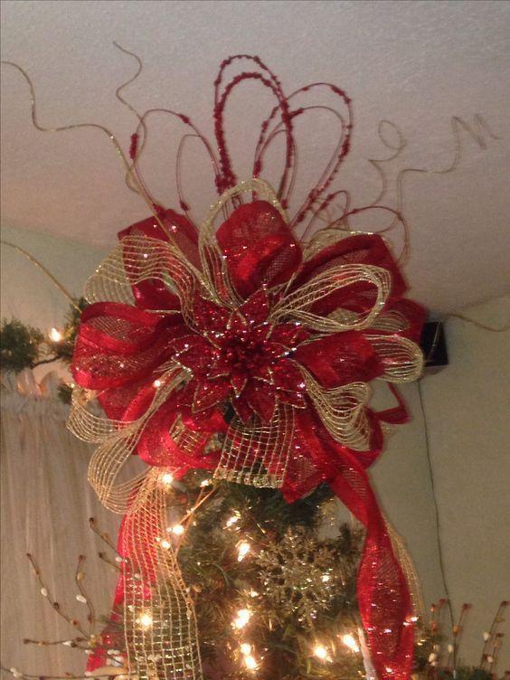 Aprende cómo hacer moños navideños de listón para decorar el árbol navideño