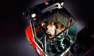 Plastic windows in Vehicles -ajouneuvolasitukset muovilla. Materiaali PC hard, kovapinnoitettu polykarbonaatti.