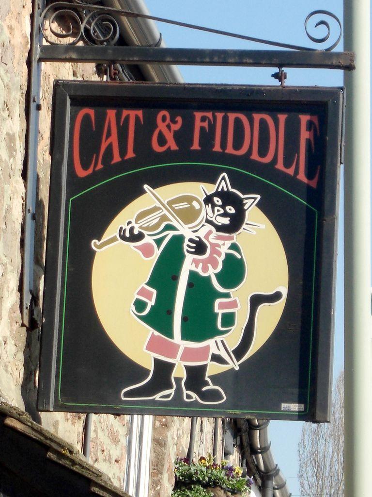 Faringdon Cat and Fiddle pub sign East Devon Πινακίδες