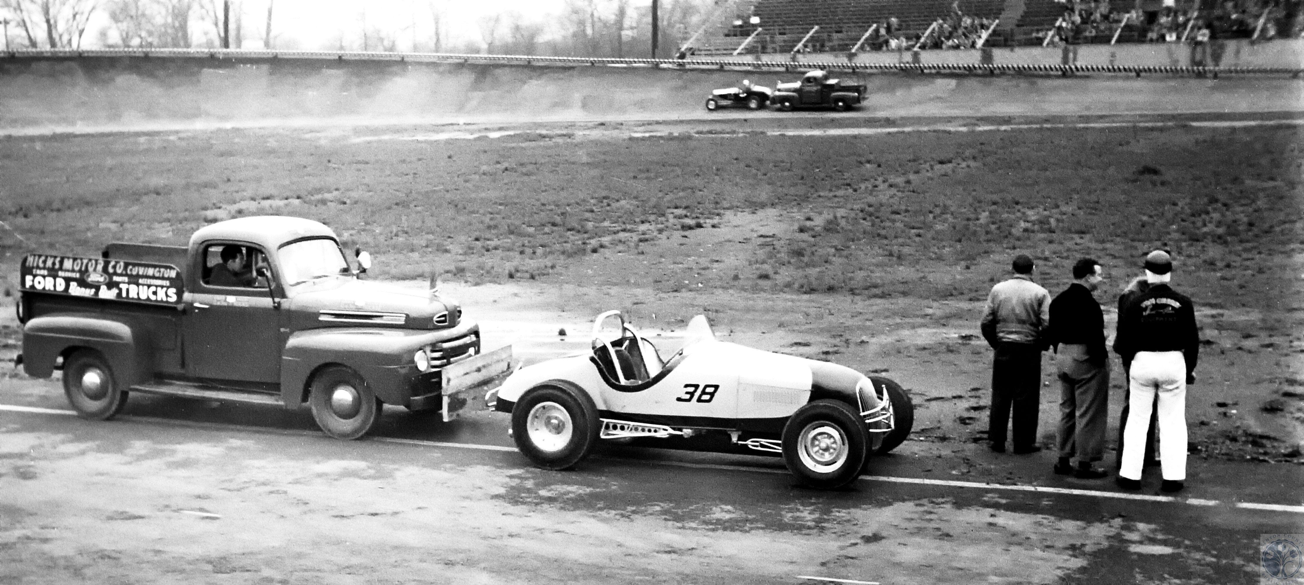 hot rod racing at cincinnati racebowl push truck with car truck from nick s motor company covington cincinnati racing cincinnati ohio pinterest