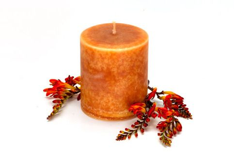Clove, nutmeg, cinnamon and other spices blended together to form this holiday favorite.  A wonderful full-bodied scent.