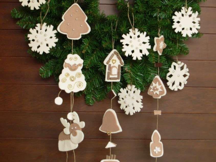 Lavori creativi fai da te per Natale - Ghirlanda addobbata