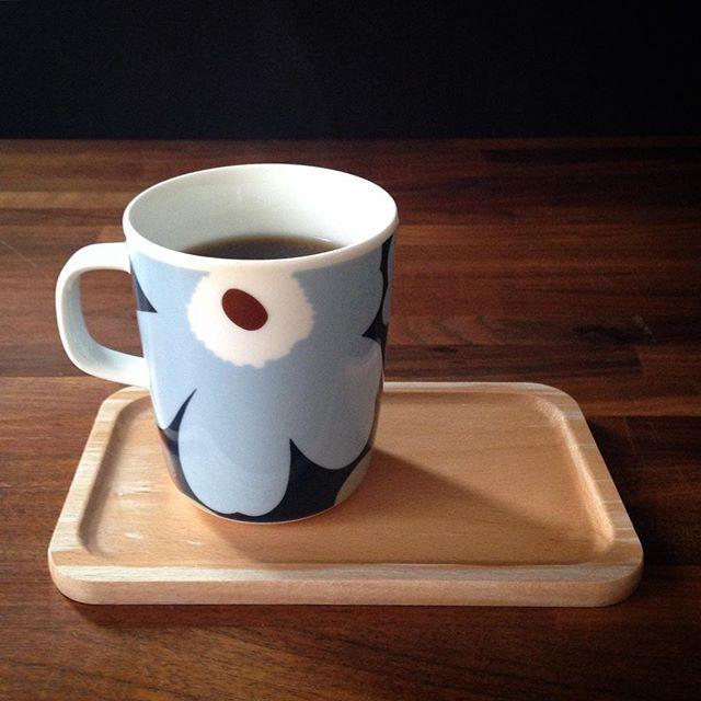涼しくなってきて久しぶりにコーヒーをいれる 夏の間はセブンカフェのアイスコーヒーに頼りっきりだったので豆も買わないとね  #暮らし #マリメッコ #北欧 #カフェ
