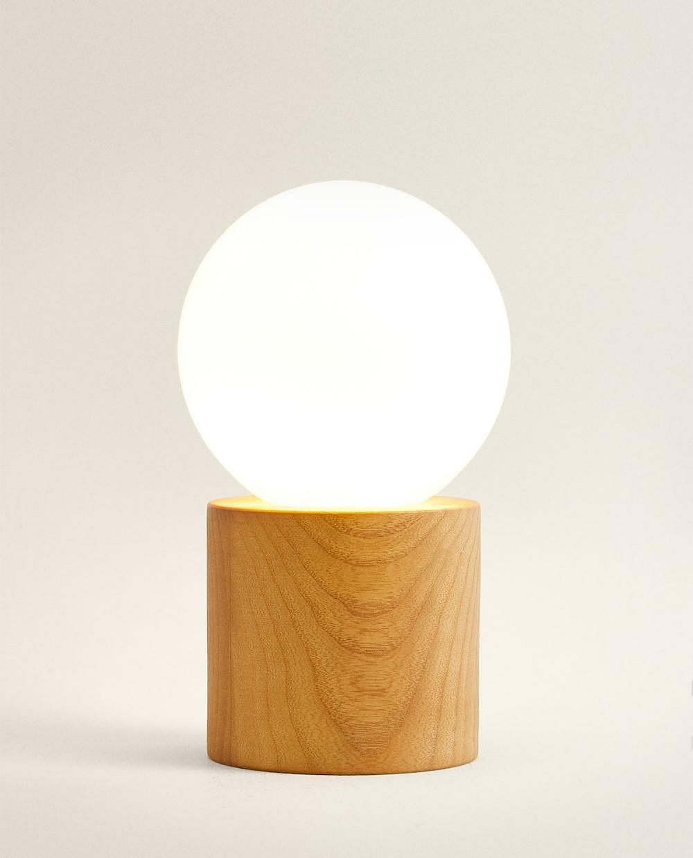 Bild 2 Des Produktes Lampe Mit Holzfuß Zara Home Lampe Beleuchtung Wohnzimmer