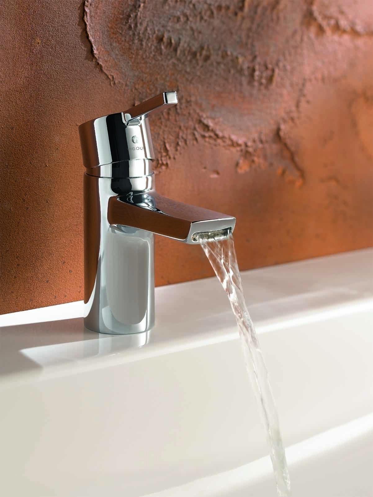 Badezimmer Armaturen In Schwarz Stilvolle Und Moderne Badausstattung Stein Badezimmer Dusche Umgestalten Armaturen Bad