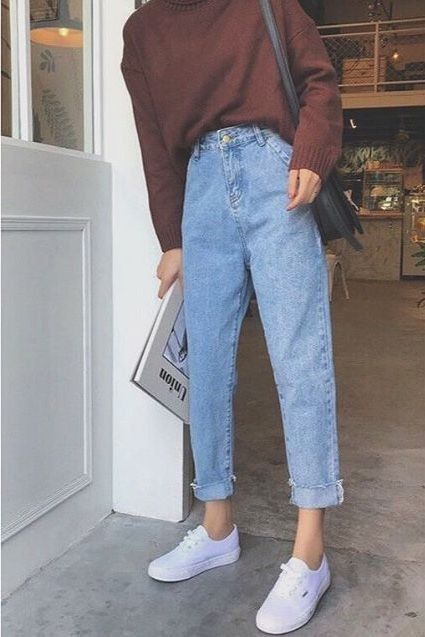 street style, outfit inspo, casual outfits, fashion inspo, white sneakers, mom jeans, blue jeans, high waisted jeans, chunky sweater, oversized sweater, comfy outfits , back to school outfits, college outfits, cute school outfits, cute college outfits #collegeoutfits
