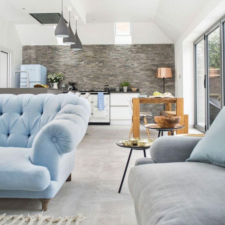 Cucina soggiorno ambiente unico, parete effetto pietra colore grigio ...