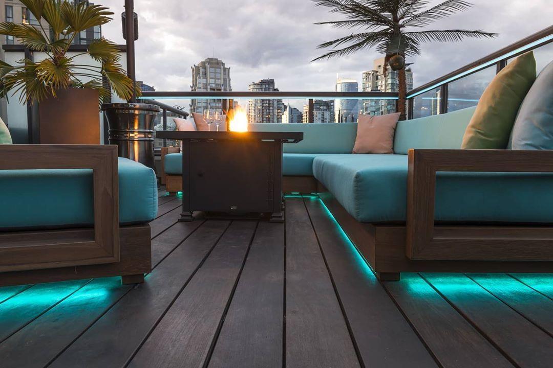 #rooftopgarden #gardenlighting #outdoorseating #gardeninspiration