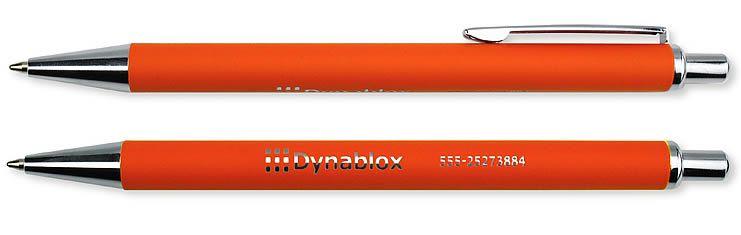Stijlvolle metalen pen met weerspiegelende DeoChrome® gravure. De Superior pen Standard is een luxe metalen pen, die door de rubber finish prettig in de hand ligt. De Superior pen Standard is verkrijgbaar in 10 moderne kleuren. De pen wordt gepersonaliseerd door middel van een unieke gravure techniek, DeoChrome®. Deze techniek zorgt dat uw logo of bedrijfsnaam in chroom schittert op de pen; stijlvol en opvallend. Deze pen is zwart- of blauwschrijvend.