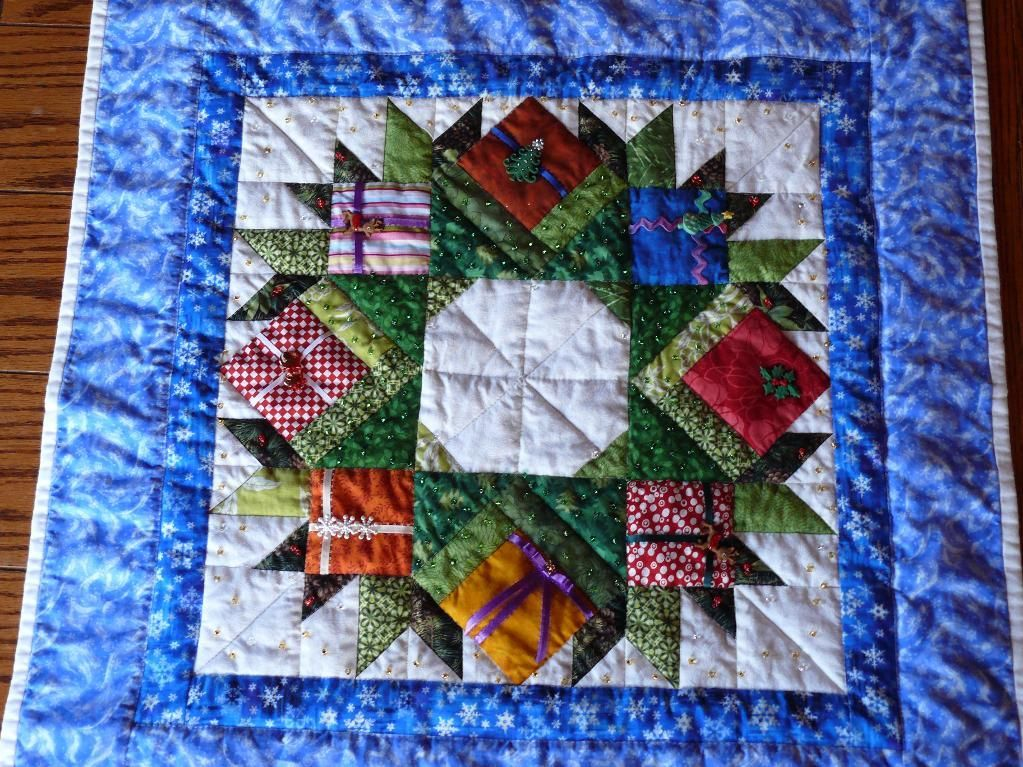 Miniature Quilt Patterns Paper Pieced : Christmas Wreath Quilt: Paper Pieced Pattern @ http://www.craftsy.com/pattern/quilting/home ...
