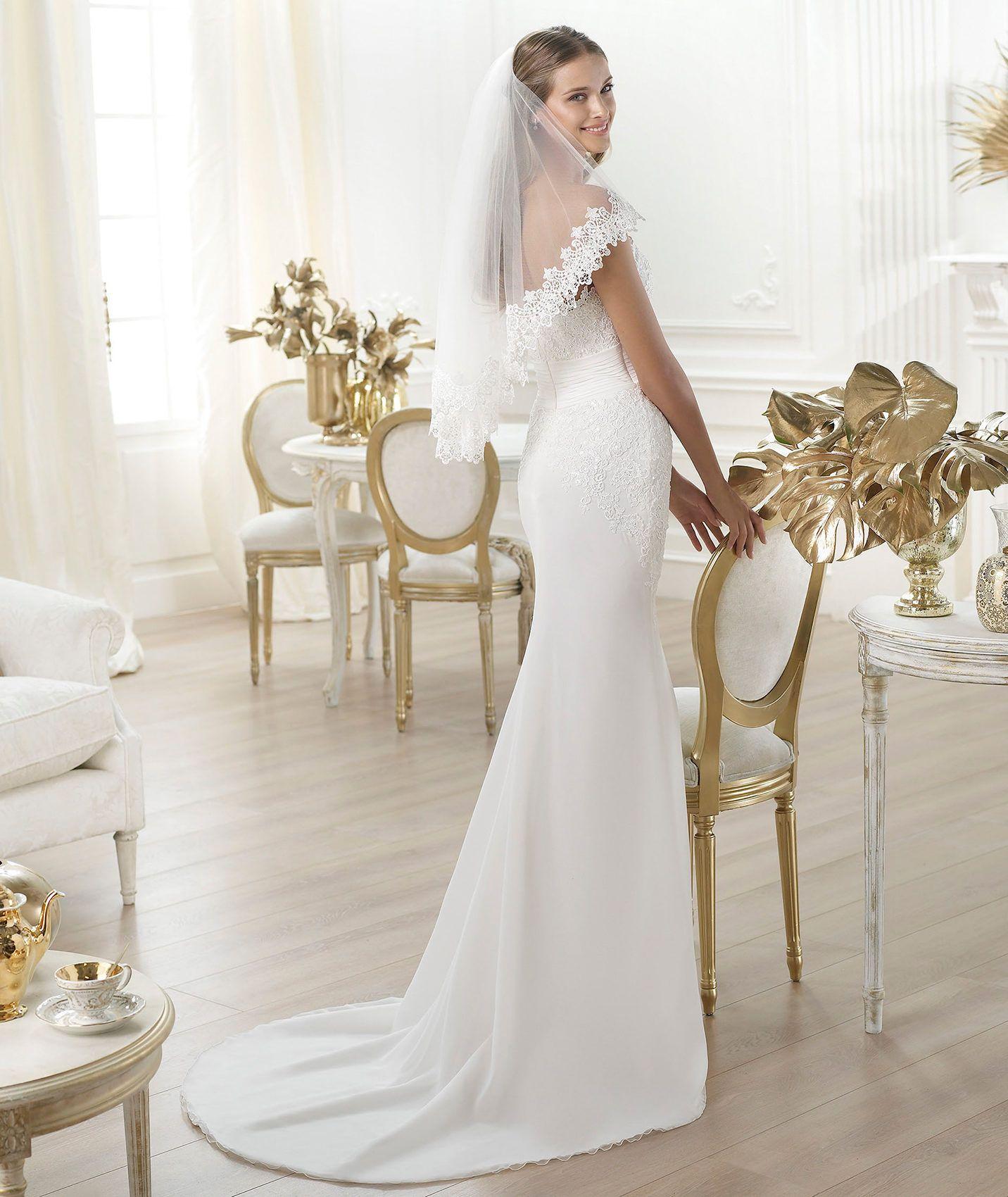 Peinado novia vestido cuello barco