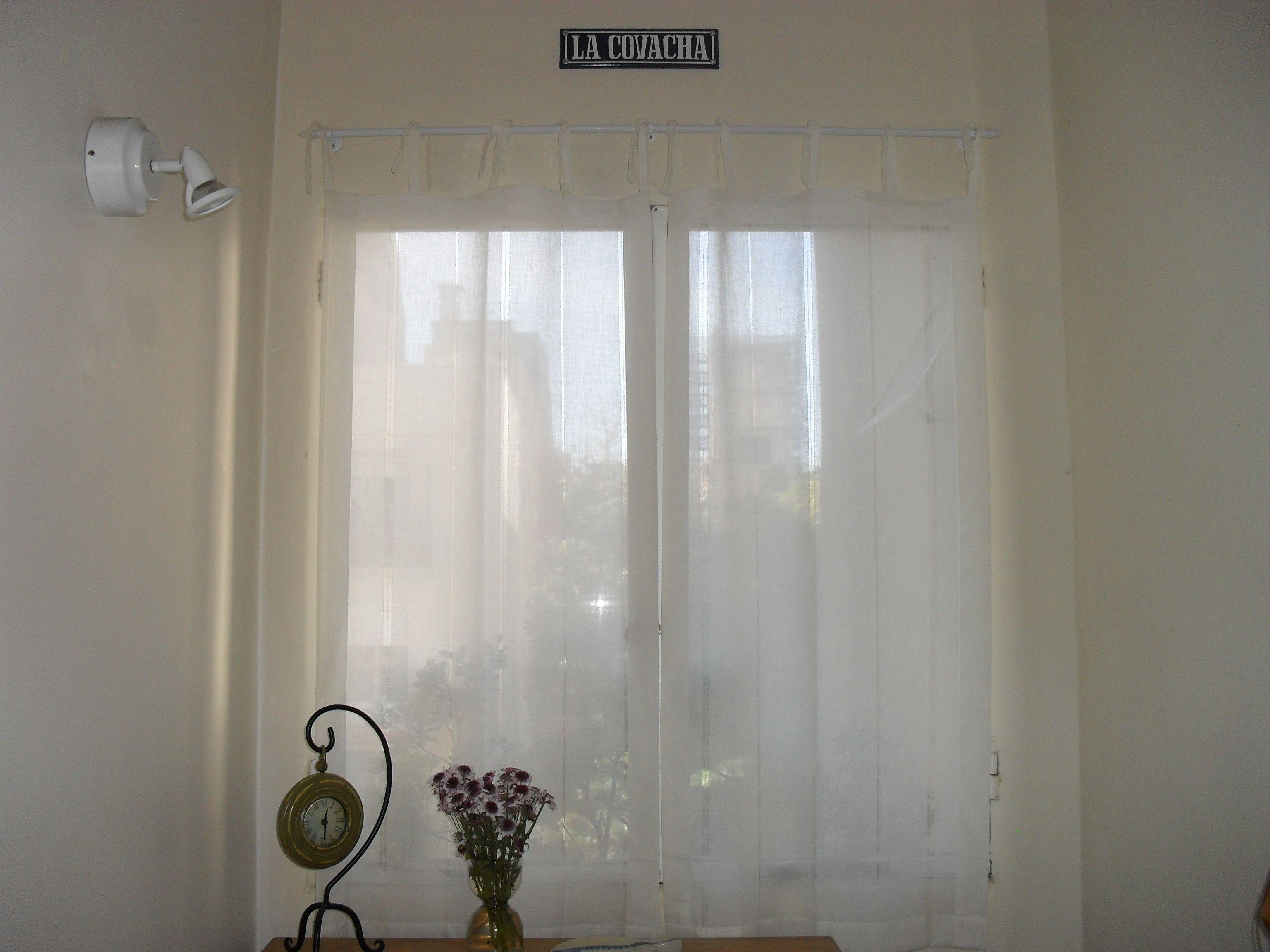 Cortina de gasa colgada al barral con cintas de la misma - Cinta para cortinas ...